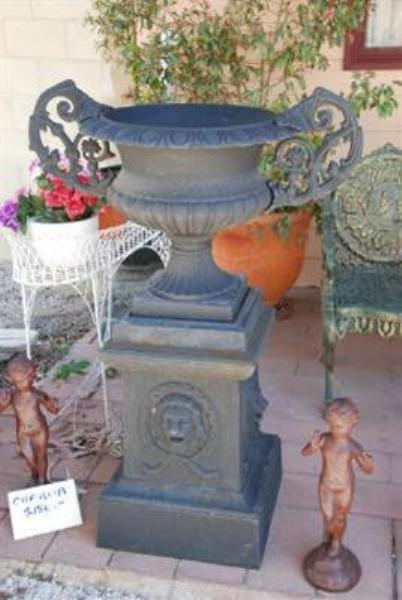 Cherubs Urn And Base --- GF  14