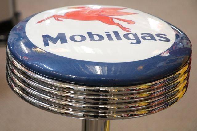 Mobilgas Seat Bar
