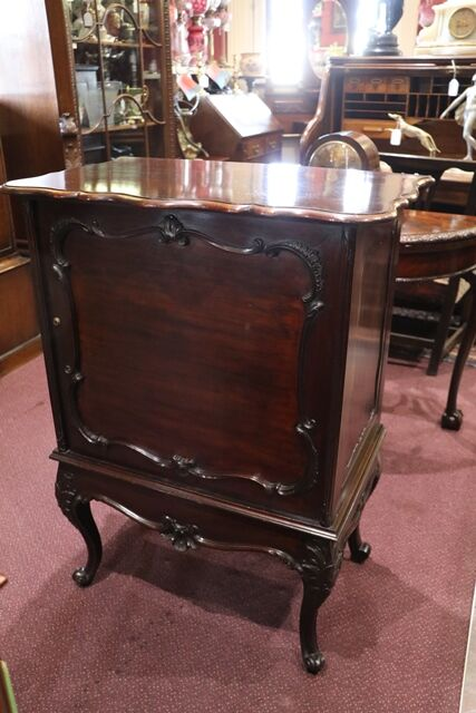 Early C20th Mahogany Fitted Drinks Cabinet