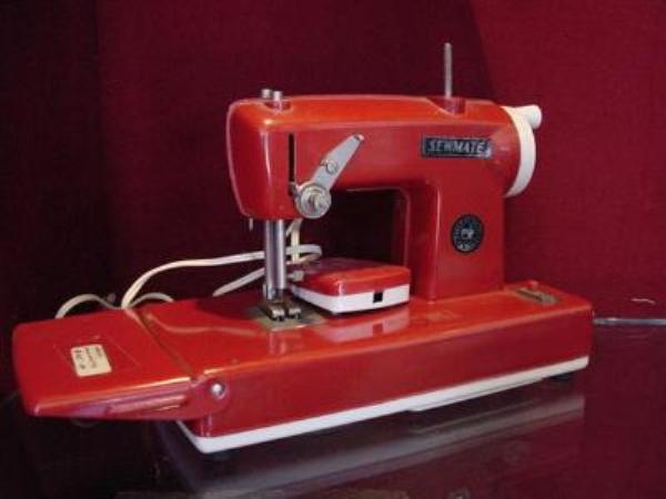 TOY SEWMATE SEWING MACHINE ---SEW14