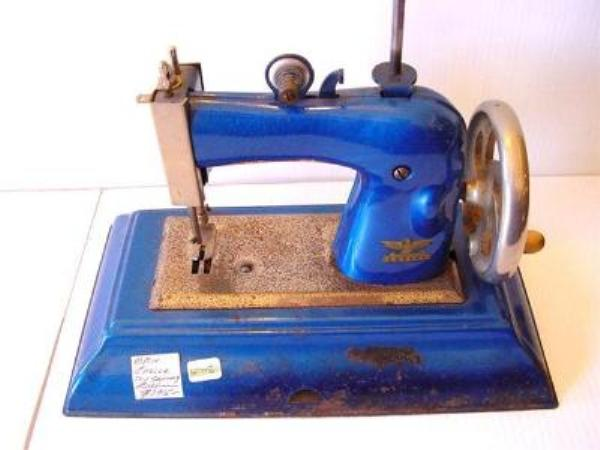 TOY CASIGE SEWING MACHINE ---SEW13