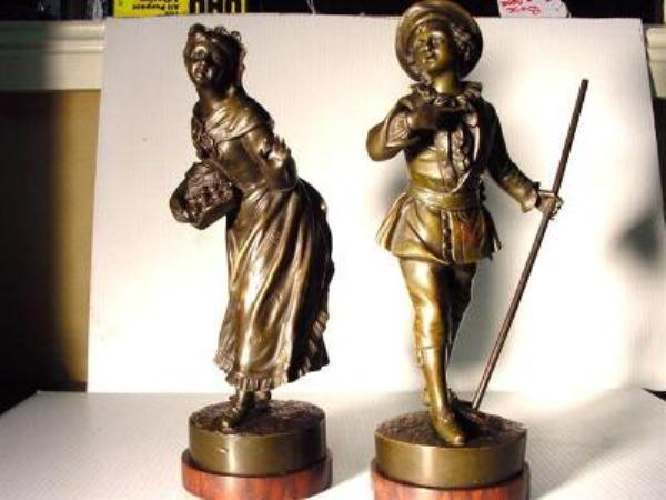 PAIR OF FRENCH BRONZE FIGS   ANT103