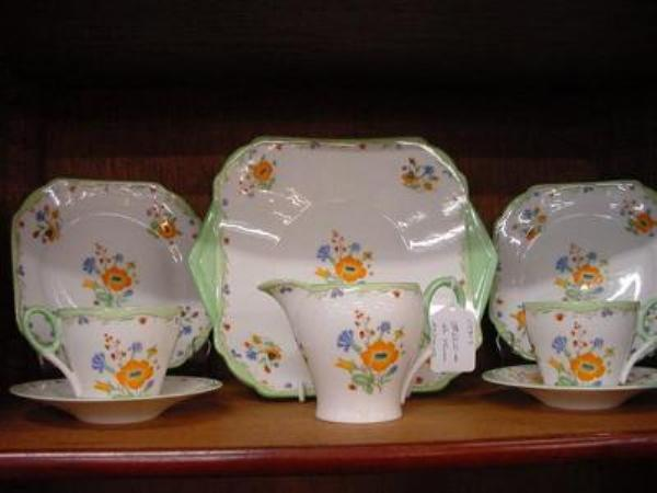 SELECTION OF SHELLEY PORCELAIN     COL 20