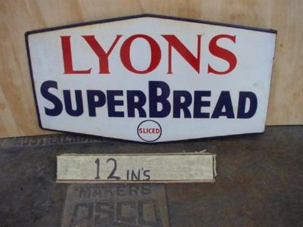 LYONS SUPER BREAD POST MOUNT ENAMEL SIGN --- SG66