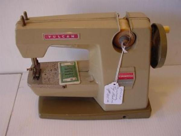 TOY VULCAN COUNTESS SEWING MACHINE ----SEW 11