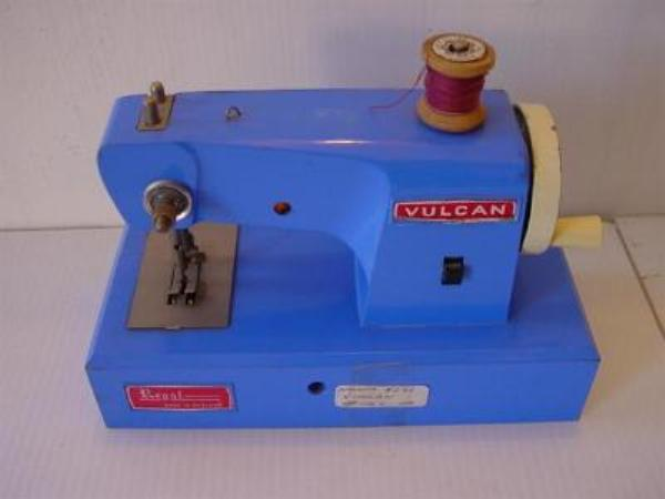 TOY VULCAN REGAL SEWING MACHINE --- SEW10