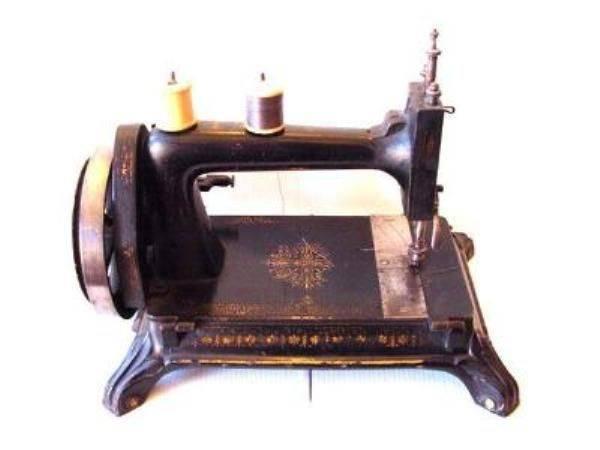 19th CENTURY CAST SEWING MACHINE ------ SEW 2