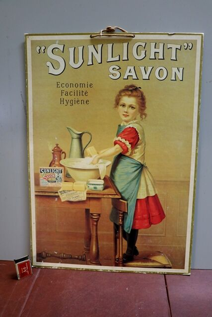 A French Pictorial Advert for Sunlight Savon