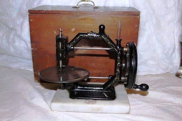 Antique Cast Iron Harvey Sewing Machine