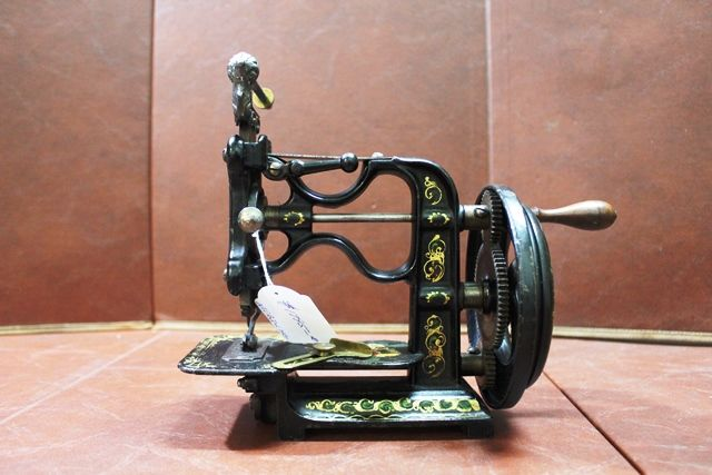 Antique New England Short Version Sewing Machine C1825