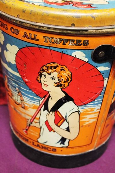 Antique Sovereign  Pictorial Toffee Bucket