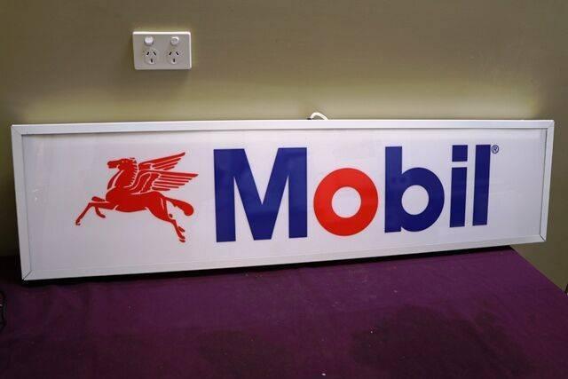 Contemporary MOBIL Light Box