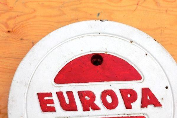 Europa Cast Iron Tank Cover