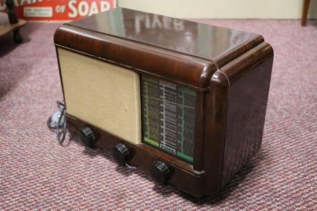 Philco Brown Bakelite Radio