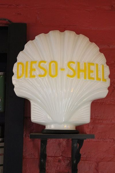 Reproduction Glass Dieso Shell Clam Globe