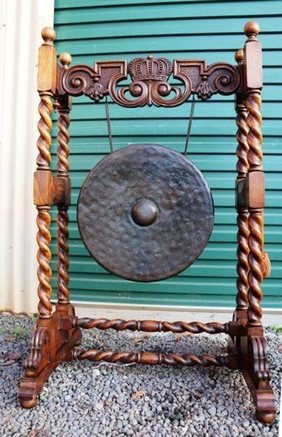 Stunning Antique Oak Barley Twist Dinner Gong