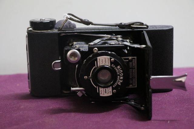 Vintage Kershaw Eight  20 Penguin Camera