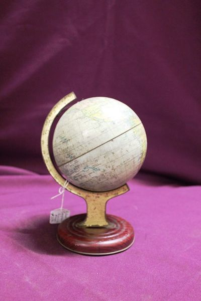William Crawfords Biscuits Tin Globe
