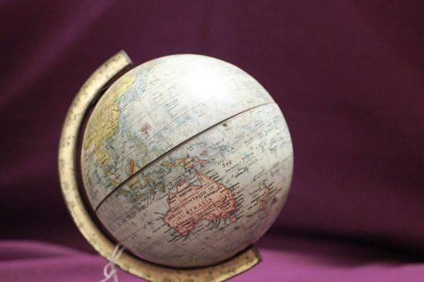William Crawfords Biscuits Tin Globe