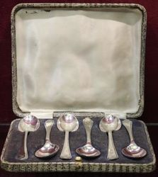 Box of 6 Sheffield Silver Teaspoons by Walker and Hall 193233