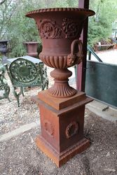Dorchester Urn + Base In Cast Iron