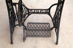 Genuine Cast Iron Singer Base Granit Top Table