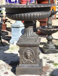 Large Cast Iron Toulouse Urn Fountain with Lion+39s Head Base
