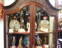 Stunning Quality Mahogany Swan Neck Display Cabinet